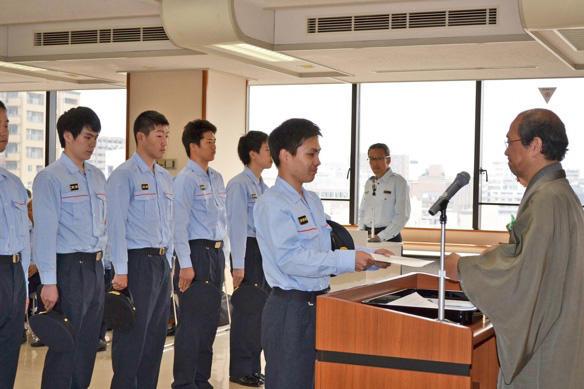 京都市長から学生消防団員へ認証状交付