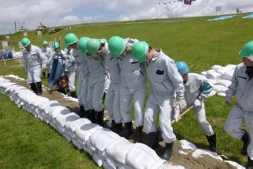 高校生が参加した水防工法体験